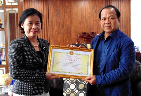 Mặt trận thành phố trao bằng khen cho ông Đặng Thanh Bình, Chủ tịch HĐQT Công ty CP ĐT Đà Nẵng - Miền Trung