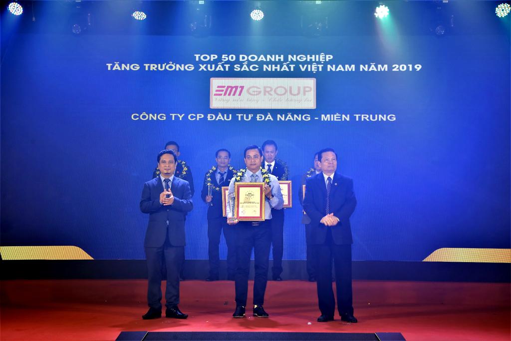DMT Group - 3 năm liên tiếp lọt vào Top 50 Doanh nghiệp tăng trưởng xuất sắc nhất Việt Nam ( 2017-2019) & 5 năm liên tiếp ( 2015-2019 ) nằm trong top 500 doanh nghiệp tăng trưởng nhanh nhất Việt Nam