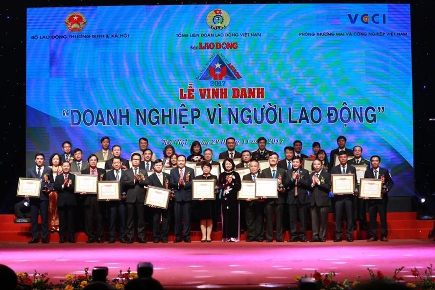 DMT GROUP vinh dự được vinh danh 74 doanh nghiệp vì người lao động năm 2017